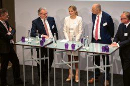 Investitionen in Backsteine, Mörtel und Beton: Victor Stoltenburg, Dr. Hans Wilhelm Korfmacher, Maria Leitzbach, Bodo Hollung und Paul Muno (v.l.n.r.). (Bild: Andreas Schwarz)